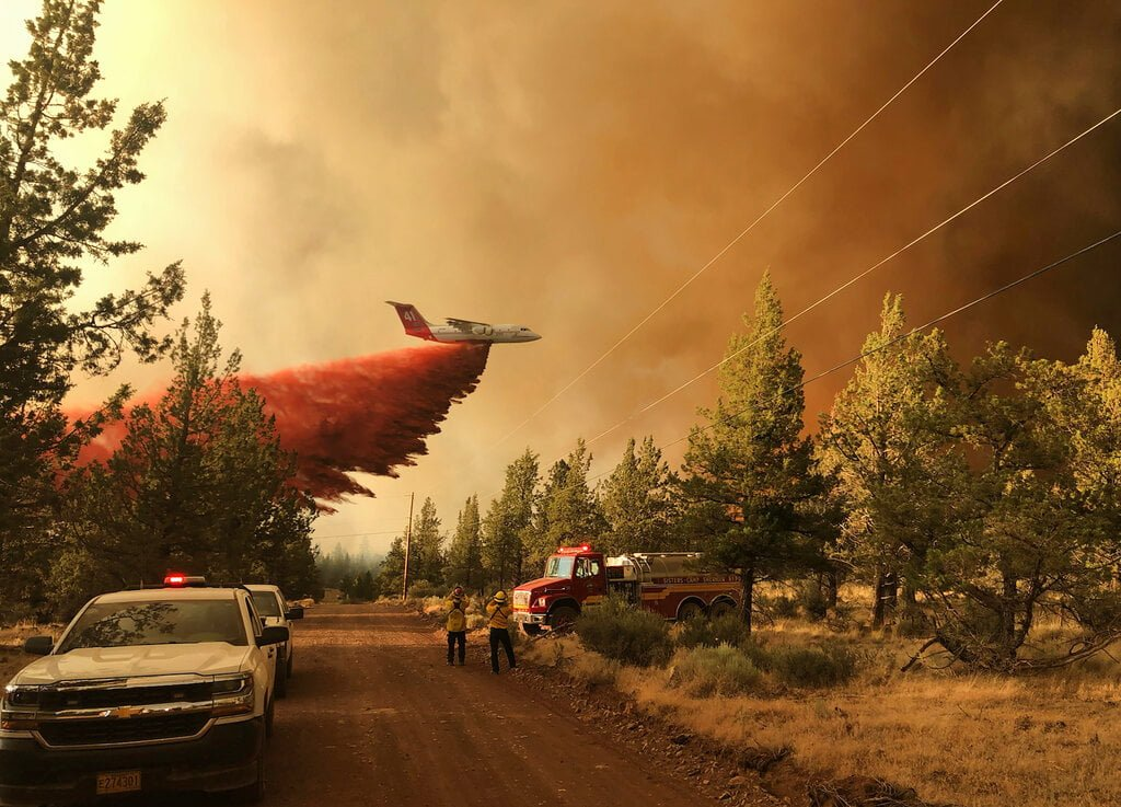 Aircraft makes drop on wildland fire